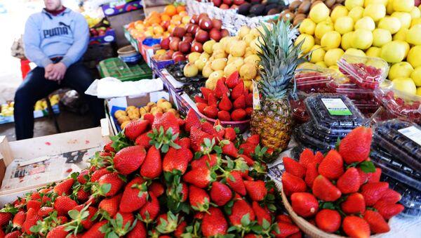 Продажа фруктов на рынке в Агадире. - Sputnik Ўзбекистон