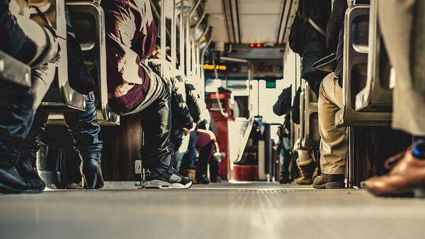 В салоне автобуса, архивное фото - Sputnik Ўзбекистон