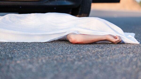 Мертвый человек на асфальте - Sputnik Узбекистан