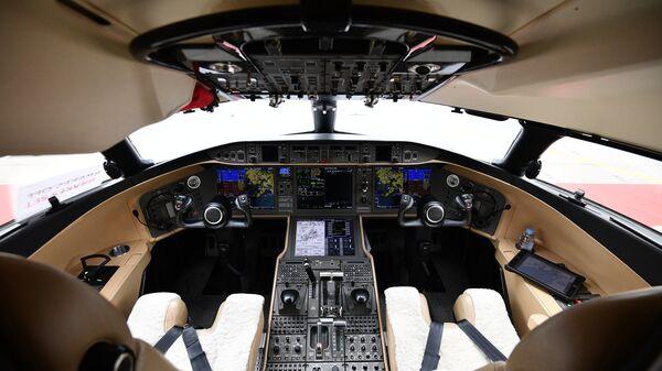 Кабина пилотов самолета Bombardier Global Express 6000 - Sputnik Узбекистан
