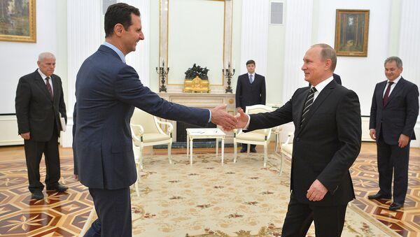 Rossiya prezidenti Vladimir Putin Suriya prezidenti Bashar Asad bilan uchrashdi - Sputnik Oʻzbekiston