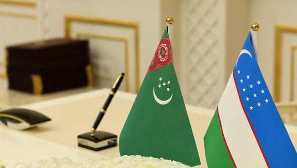 Флаги Туркменистана и Республики Узбекистан - Sputnik Ўзбекистон