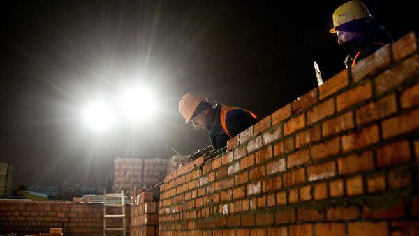 Рабочие на строительстве - Sputnik Узбекистан