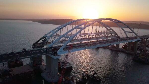 Строители завершили автодорожную часть моста в Крым - Sputnik Ўзбекистон