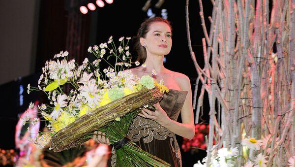 Во дворце творчества молодежи в Ташкенте прошел шоу- показ с участием всемирно известного флориста-дизайнера Араика Галстяна - Sputnik Ўзбекистон