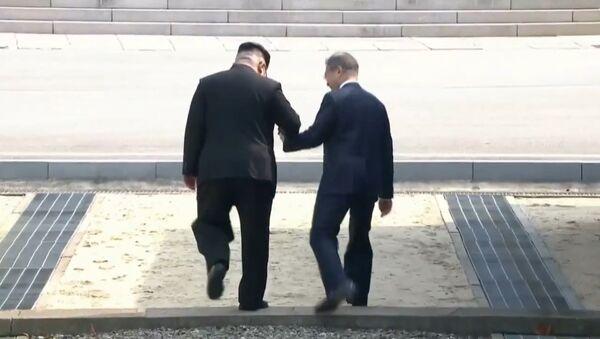 СПУТНИК_Встреча Ким Чен Ына со своим южнокорейским коллегой - Sputnik Узбекистан