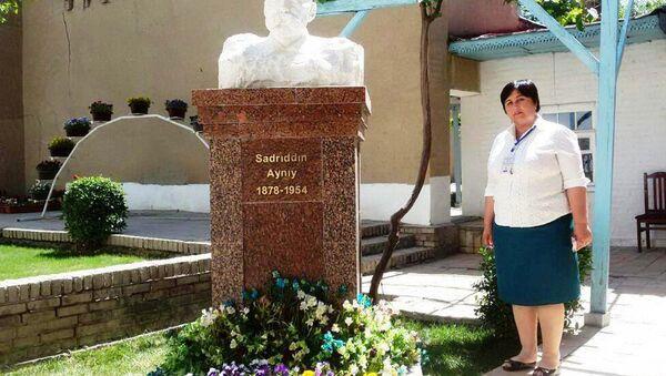 Бюст Садриддина Айни находящийся в его доме-музее, Самарканд - Sputnik Ўзбекистон