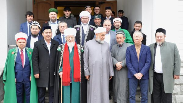 Узбекские священнослужители приняли участие в международном форуме мусульманского духовенства в Уфе - Sputnik Узбекистан