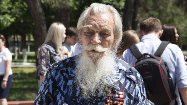 Ветеран на встрече участников автопробега Победа - одна на всех в Ташкенте - Sputnik Узбекистан