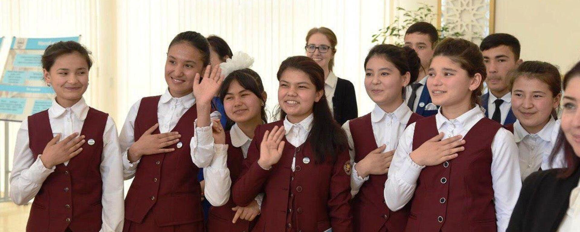 Молодежь, закончившая школу Ибрата, будет приниматься в вузы без экзаменов - Sputnik Узбекистан, 1920, 30.06.2021