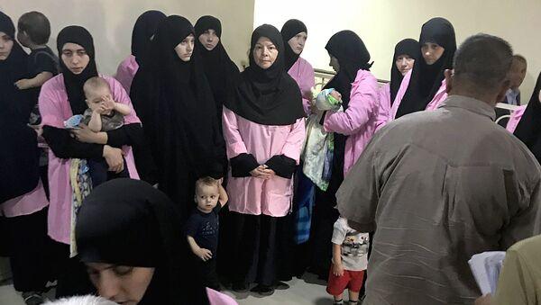 Россиянки, приговоренные к пожизненному заключению, в центральном уголовном суде Багдада, Ирак - Sputnik Ўзбекистон