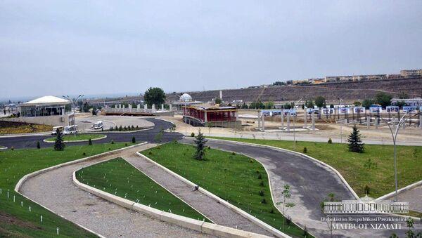 Строительные работы в парке культуры и отдыха города Намангана  - Sputnik Ўзбекистон
