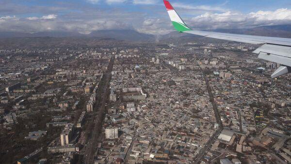 Город Душанбе, вид из самолета, архивное фото - Sputnik Ўзбекистон