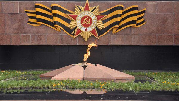Вечный огонь в Парке Победы в Душанбе, архивное фото - Sputnik Узбекистан