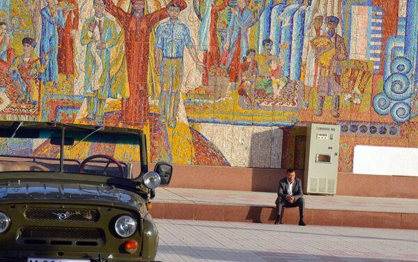 Во время съемок фильма Стойкость. Кинорежиссер Рашид Маликов - Sputnik Узбекистан
