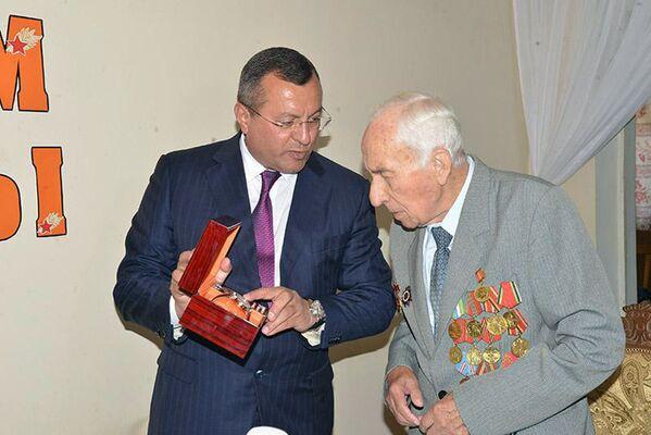Хоким Самарканда зачитал ветеранам поздравление от Шавката Мирзиёева - Sputnik Узбекистан