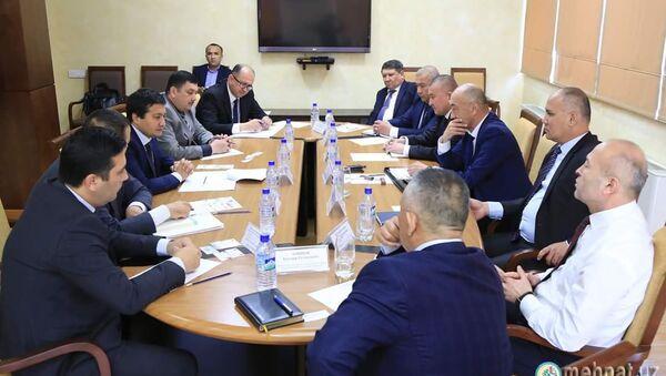 В Министерстве занятости и трудовых отношений состоялась встреча с представителями узбекских диаспоральных организаций в РФ - Sputnik Узбекистан
