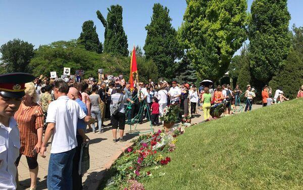 Акция в Ташкенте в комплексе Братские могилы - Sputnik Узбекистан