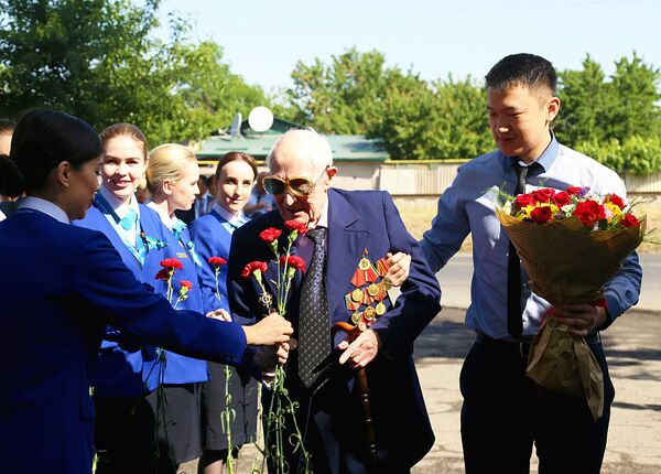 Митинг, посвященный победе во Второй мировой войне. - Sputnik Узбекистан
