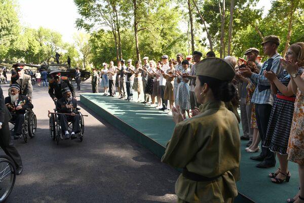 Узбекистан празднует 9 мая - Sputnik Узбекистан