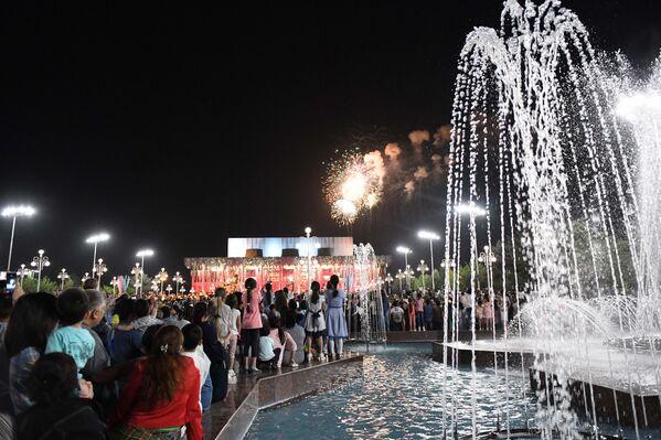 Праздничный салют в Ташкенте в честь Дня памяти и почестей - Sputnik Узбекистан