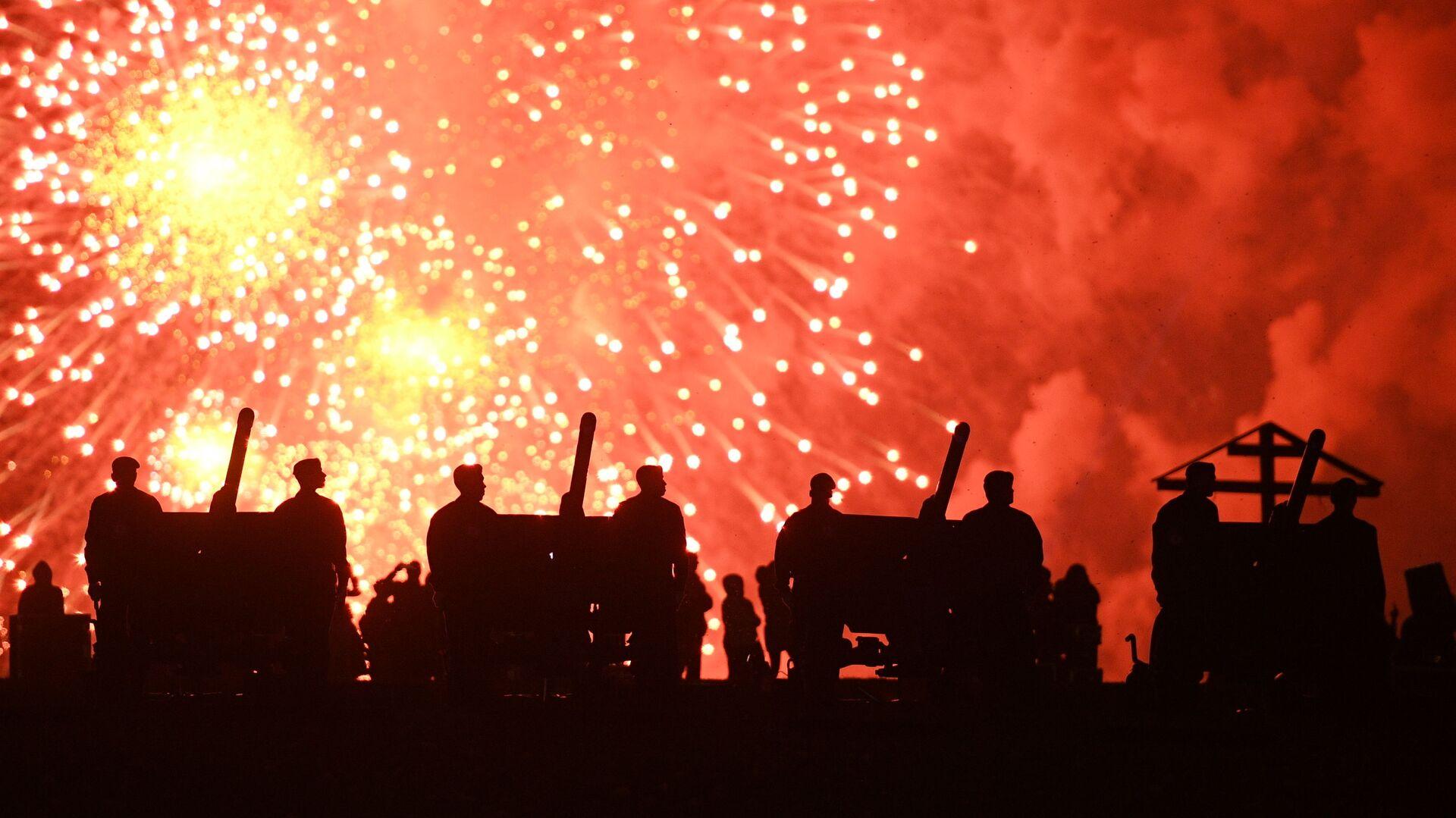 Праздничный салют в честь Дня Победы на Поклонной горе в Москве - Sputnik Узбекистан, 1920, 21.04.2021