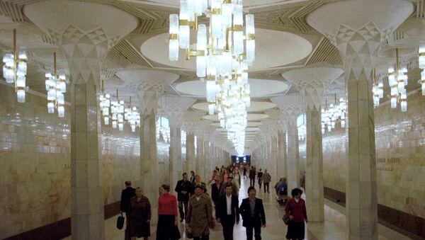 Станция метро Мустакиллик Майдони (Площадь Независимости) в Ташкенте - Sputnik Узбекистан