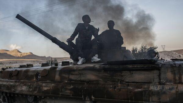 Qurd jangarilari tank ustida. - Sputnik Oʻzbekiston