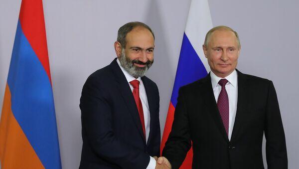 Prezident RF V. Putin vstretilsya s premyer-ministrom Armenii N. Pashinyanom - Sputnik Oʻzbekiston