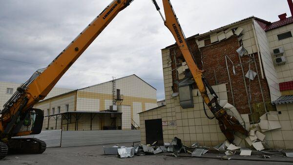 Снос здания ТЦ Зимняя вишня в Кемерово - Sputnik Узбекистан