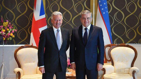 Шавкат Мирзиёев встретился с заместителем министра иностранных дел Великобритании - Sputnik Узбекистан