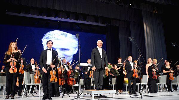 Выступление Национального филармонического оркестра России под управлением выдающегося скрипача, виртуоза Владимира Спивакова в Ташкенте - Sputnik Узбекистан