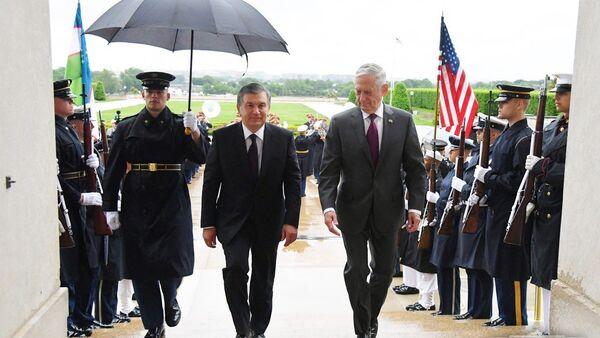 Президент Узбекистана Шавкат Мирзиёев посетил Пентагон США - Sputnik Узбекистан