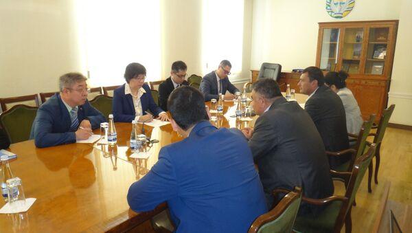 Kitayskaya delegatsiya v xokimiyatiye Tashkenta - Sputnik Oʻzbekiston