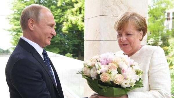 Президент РФ В. Путин встретился с канцлером ФРГ А. Меркель - Sputnik Ўзбекистон
