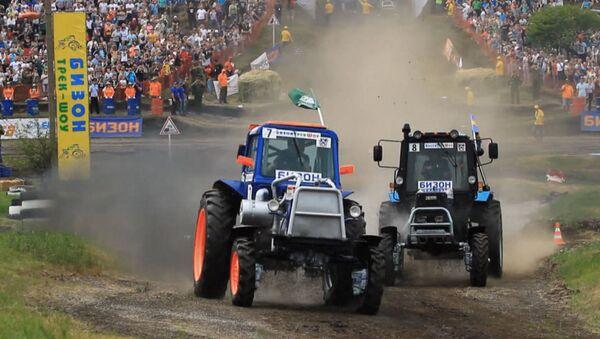 Тракторные гонки в Ростове-на-Дону - Sputnik Узбекистан