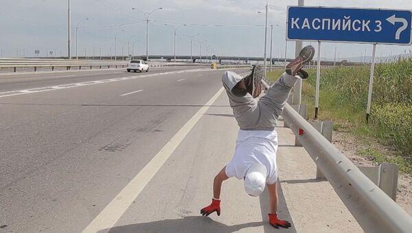 Дагестанец прошел 10 километров на руках - Sputnik Узбекистан