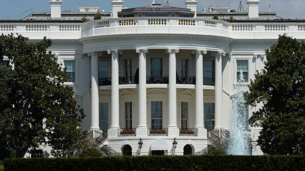 Официальная резиденция президента США - Белый дом в Вашингтоне - Sputnik Ўзбекистон