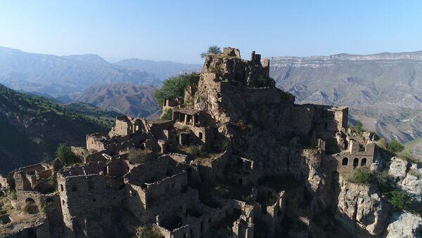 Заброшенный горный аул в Дагестане. Съемка с коптера - Sputnik Узбекистан