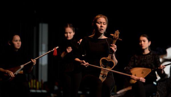 Показ спектакля Кырк кыз  в Париже - Sputnik Узбекистан