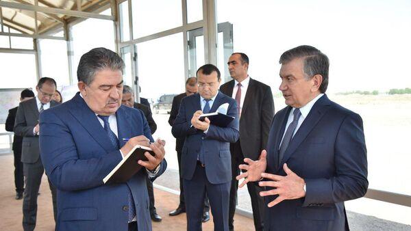 Президент Республики Узбекистан Шавкат Мирзиёев 1 июня ознакомился с ходом работ, осуществляемых на аэродроме в Кибрайском районе - Sputnik Ўзбекистон