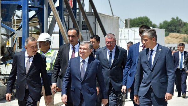 Президент осматривает проект Tashkent City - Sputnik Ўзбекистон
