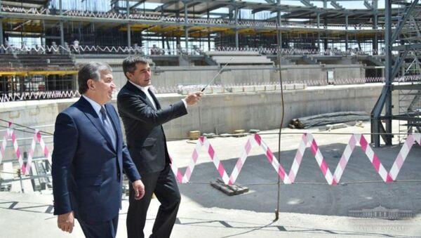Президент Узбекистана осмотрел ход строительства ледового дворца - Sputnik Ўзбекистон