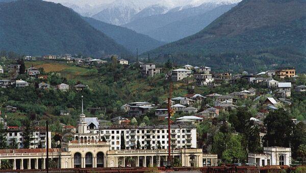 Железнодорожный вокзал в Сухуми, архивное фото - Sputnik Ўзбекистон