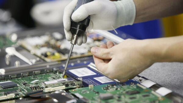 В цехе сборки завода компании Samsung Electronics - Sputnik Ўзбекистон