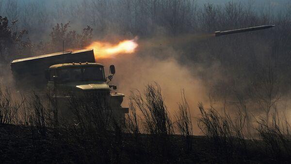 Боевая машина БМ-21 реактивной системы залпового огня Град - Sputnik Узбекистан