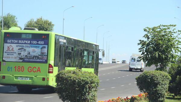 Автобус въезжает на траспортную развязку - Sputnik Ўзбекистон