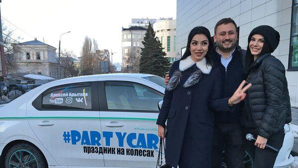 Ситора Фармонова в самарском такси - Sputnik Ўзбекистон