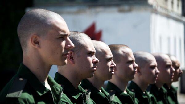 Призывники готовятся к отправке из  военного комиссариата  - Sputnik Ўзбекистон