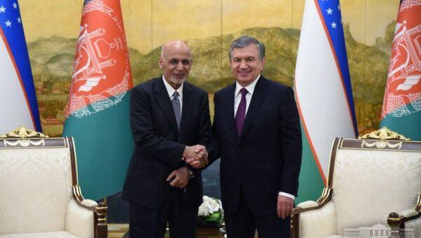 Президент Узбекистана Шавкат Мирзиёев и президент Афганистана Мухаммад Ашраф Гани.  - Sputnik Узбекистан
